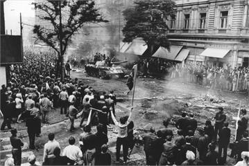 憂蘇聯血腥鎮壓布拉格歷史重演 捷克議員:不能讓中國扼殺香港