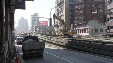 台北中正橋引道拆完亂象多!500公尺無斑馬線民眾怒嗆官員