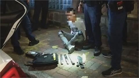 車內放8把刀、毒品 警關心爆胎車意外抓到毒犯