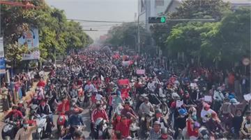 釋放翁山蘇姬! 仰光萬人抗議 苗瓦底警民衝突