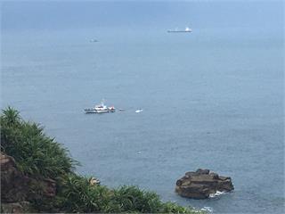 快新聞/虛驚一場! 貢寮龍洞大浪捲走百名遊客是誤傳 2人落海已救起