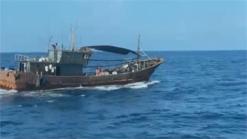 鐵殼船又撈過界! 重罰81萬後驅逐出境