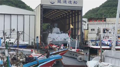 海軍塔江艦 意外現身南方澳漁港躲颱風