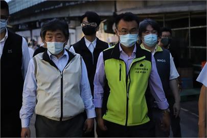 快新聞/陳時中、陳吉仲清晨視察北農 指示全面PCR篩檢落實疫調