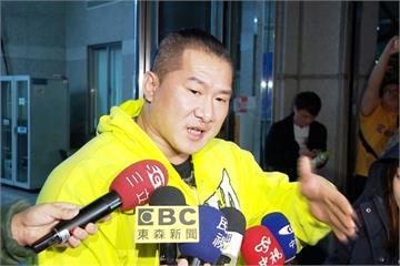 「館長」槓網友被控恐嚇 警局傳喚遭粉絲包圍