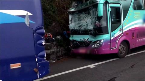 合歡山公路下山路段車禍 疑煞車失靈11人傷