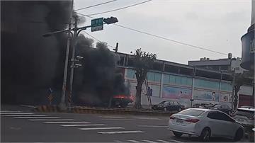和美市區街頭火燒車烈焰狂燒黑煙衝天際