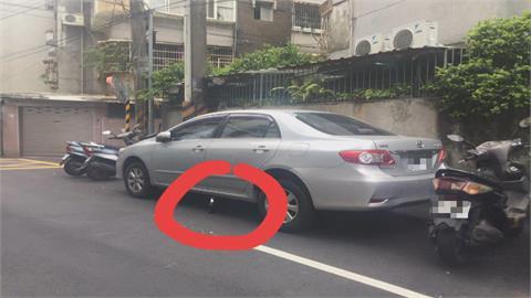 這哪招? 車停路旁用「千斤頂」 專家:防拖吊