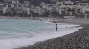 只能游泳不能日光浴!法國尼斯海灘開放 遊客抱怨連連