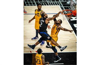 NBA/快艇開賽強勢 雙星合飆62分系列賽扳平爵士