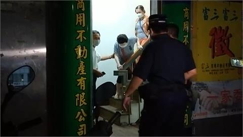 警方凌晨攻堅賭場 八旬女賭客嚇到腿軟
