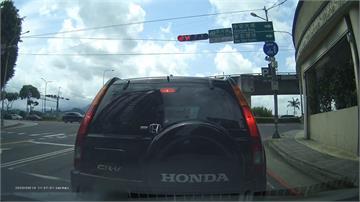 道路三寶無所不在!停等紅燈倒車撞後車 竟要人賠一半