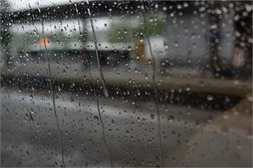 [2020/7/26]太平洋高壓減弱水氣增!西半部防午後雷陣雨 這6縣市恐飆到36度