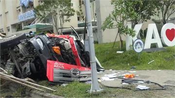 混凝土車墜20米高架橋 駕駛搶救無效