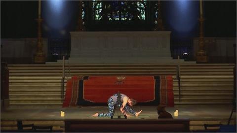 以教堂為背景! 聖者約翰座堂開設線上瑜伽課