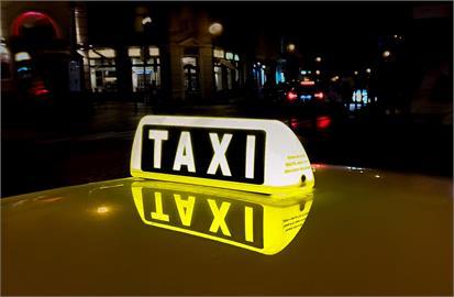 女搭計程車被問「外地來的齁?」 司機下一句讓她崩潰超傻眼
