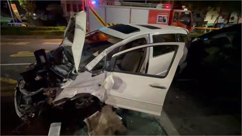 酒駕自撞安全島波及1轎車.4機車 釀3人傷
