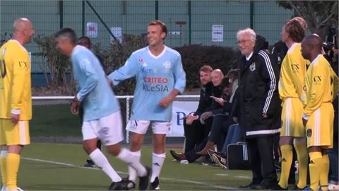 親自下場踢足球 法國總統馬克宏參與慈善球賽