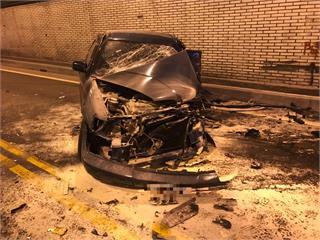 快新聞/車頭爛成一團! 自小客車擦撞大客車後自撞  蘇花路廊南北向一度回堵