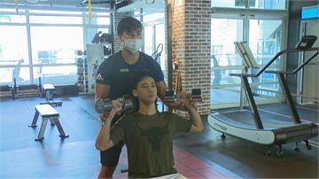 健身過程身體不適 教練:應暫停訓練與休息