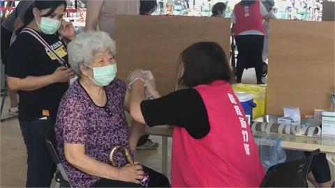 竹市率先為75歲以上長者施打疫苗 照顧懷孕醫事人員 鄭文燦:優先打莫德納疫苗