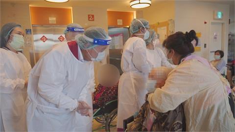 新北週二疫苗開打「老人家不會上網」問里長最快... 里長手機被打爆