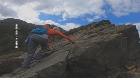 75度峭壁小case! 83歲「神力阿嬤」直攻山頂