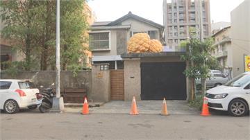 想跟菠蘿麵包拍照爬2米圍牆 網美踩壞6萬元木門烘焙坊嗆告