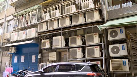 悚!公寓外牆掛25台分離式空調