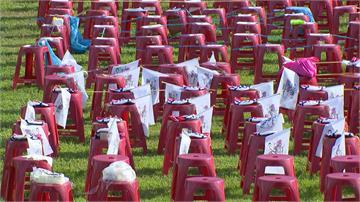 快新聞/韓國瑜邀民眾穿白衣到鳳山聽音樂會 支持者一大早先到場卡位