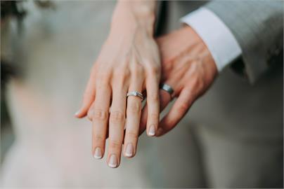 快新聞/愛在瘟疫蔓延時! 外交部推彈性面談 外館助超過2400對跨國伴侶結婚