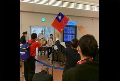 快新聞/台灣選手抵東京完成檢疫! 謝長廷接機預祝賽場上有好表現