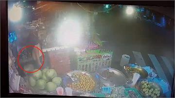 慣竊偷水果攤踢鐵板 被老闆徒手制伏