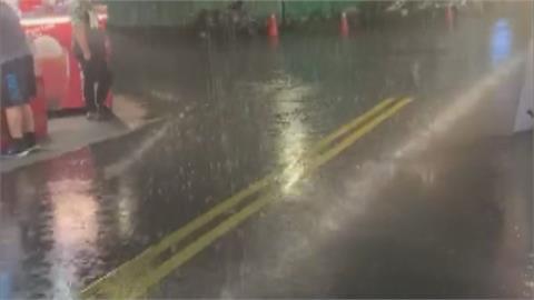 終於下雨啦!日月南驟雨10分鐘 下雨了民眾感動但仍無助水情