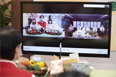 快新聞/林右昌感謝慈濟捐助蔬果食物箱 直送2166名弱勢學生家中