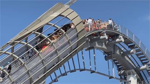 大阪環球影城突停電!雲霄飛車卡14樓最高點 遊客腿軟走下逃生梯