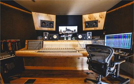 唱片大廠用線上拍賣所得支持年輕音樂家