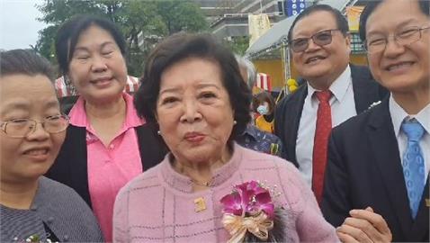 快新聞/金馬影后返母校蘭陽女中 陳淑芳:台灣是世界上最好的地方