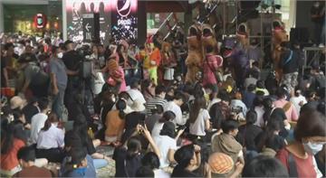 """泰國高中生不滿""""恐龍""""國會議員 要求改革教育體系"""