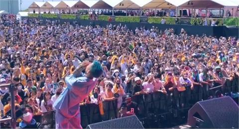 8000人擠會場「零社交距離+喝酒」惹眾怒!日本音樂祭被罵翻