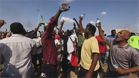 蘇丹疑似軍事政變 內閣成員多數被捕、總理被軟禁! 首都機場關閉