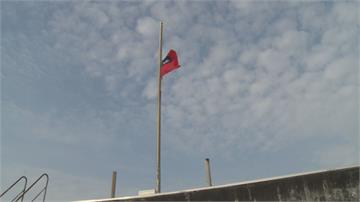 虎尾警分局頂樓潮溼青苔易滑倒首創自動升降旗 跟上時代又兼顧安全