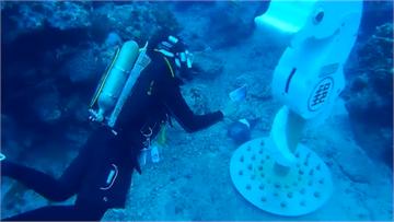 快新聞/完成首次上岸清洗! 世界最深海底郵筒重回綠島藍海收件