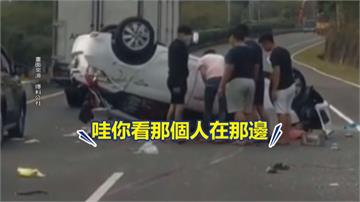 台26擦撞車禍翻覆 卡邊坡 兩車8人幸僅傷