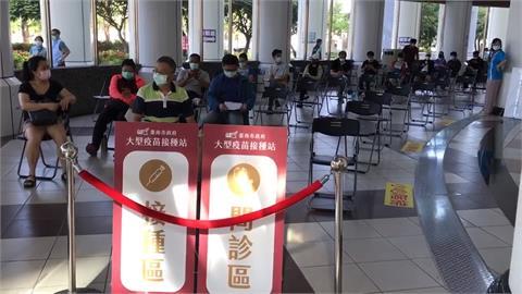 台南市議會變身接種站 民眾:有冷氣吹很舒服
