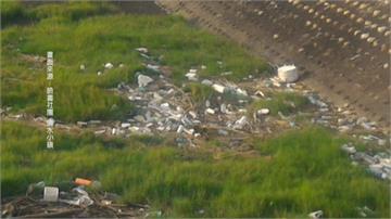 高美濕地景觀橋卡垃圾 民怨反應好幾個月沒人理