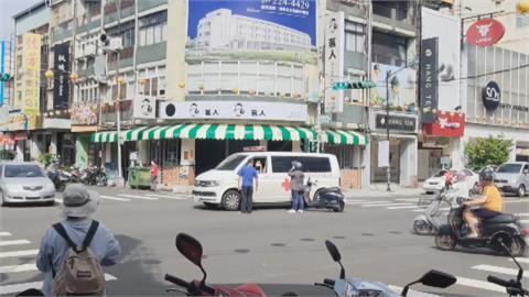 救護車載病患轉診 路口遇綠燈左轉機車撞上