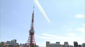 向醫護致敬!日本「藍色衝擊」飛越東京 安倍晉三官邸頂樓觀禮