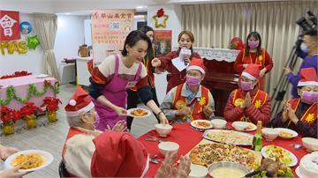 坣娜現身華山基金會 陪清貧長輩溫暖過耶誕