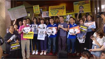快新聞/國民黨率隊抗議陳菊 陳柏惟批:民主政治比拳頭大是嚴重羞辱台灣人